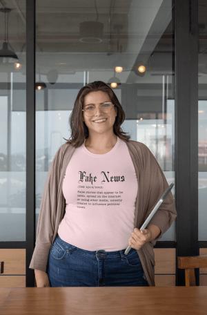 Camiseta Fake News
