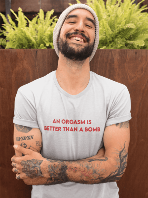 Camiseta Orgasm Is Better Than A Bomb